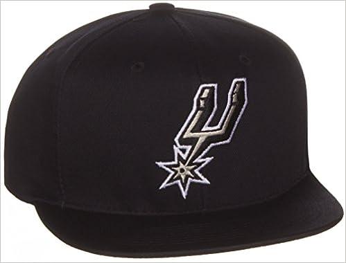 4982e54e8a79f Amazon.com  NBA San Antonio Spurs Flat Bill Logo Style Snapback Hat Cap  Black  Books