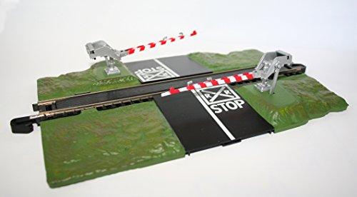 Amazon Com Bachmann Trains Snap Fit E Z Track Crossing Gate A