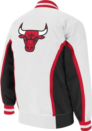 1179a0e2134 Mitchell   Ness Chicago Bulls NBA Authentic 92-93 Warmup Snap Front Premium  Jacket - White  Amazon.co.uk  Sports   Outdoors