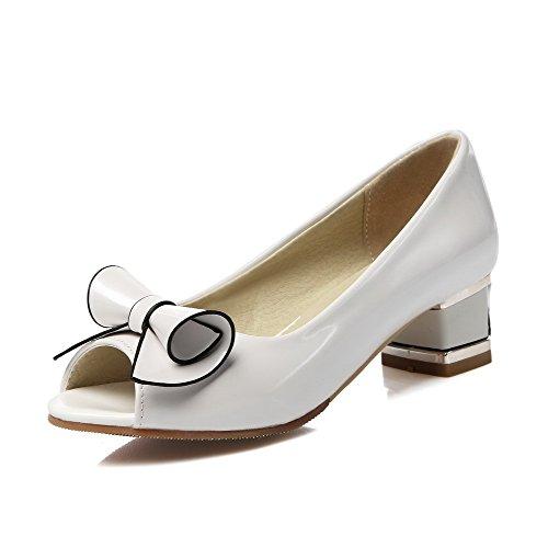 AllhqFashion Damen Rein PU Leder Niedriger Absatz Fischkopf Schuhe Ziehen auf Sandalen Weiß
