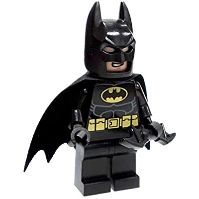 LEGO Super Heroes DC Universe Black Batman Minifigure with Batarang (Traditional Head): Toys & Games