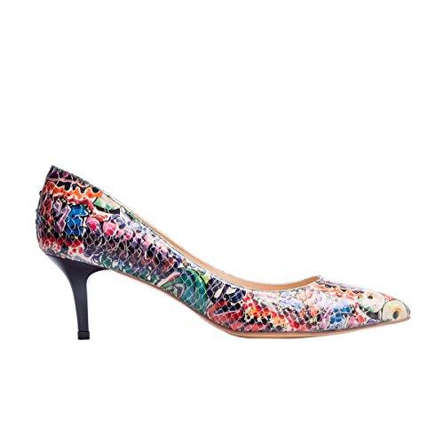 Il Tacco Rosa Da Donna, Le Scarpe In Pelle Di Pitone Sembrano Multicolore