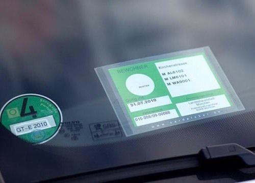 CARDPICKER Schutzhü lle Glasmagnet Parkausweis -Parklizenz- selbsthaftend ADAC geprü ft