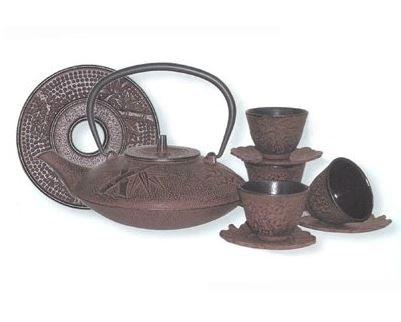 Leaf Cast Iron Teapot (Reddish Brown Cast Iron Tea Set with 4 Cups and Leaf Design Saucers, 40 Oz Capacity)