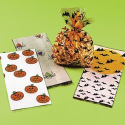 36 pc HALLOWEEN Cellophane goody bag assortment]()