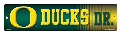 NCAA Oregon Ducks 16-Inch Plastic Street Sign Décor