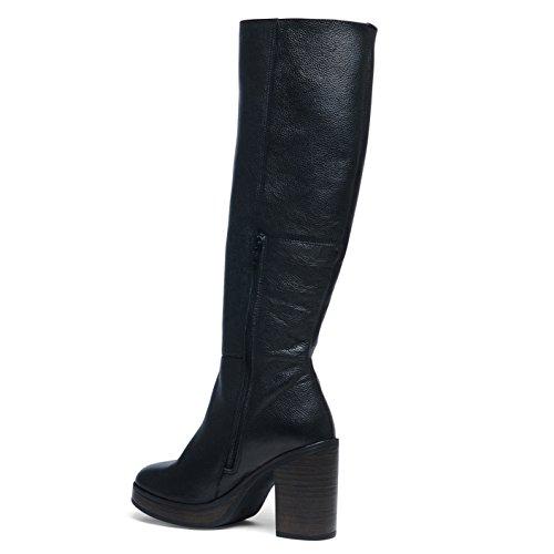 Schwarze Stiefel mit hohem Absatz