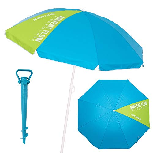 Sombrilla playa inclinable de Ø 180 cm, con la cubierta de nylon lisa en color azul, con una porción verde. La sombrilla de playa azul lleva tratamiento con protección anti UPF +50, para absorber los dañinos rayos ultravioletas, ayudándote a protegerte de los molestos rayos solares. Una sombrilla playera circular, con un pequeño faldón decorativo y el contorno reforzado con un ribete blanco.