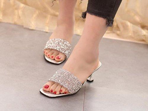 Xue Qiqi Court Schuhe Die erste Flash Diamond Diamond Diamond fein mit dem Wort mit dem Ziehen und high-heeled Hausschuhe 5c809b