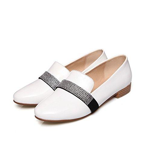 AllhqFashion Damen Ziehen auf Rund Zehe Niedriger Absatz PU Eingelegt Pumps Schuhe Weiß