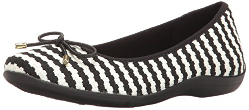 soft-style-by-hush-puppies-womens-heartbreaker-flat-white-black-soundwave-95-w-us