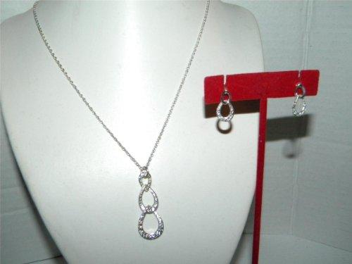 Avon Sparkling Link Pendant Necklace Gift Set