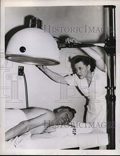 Historic Images - 1958 Vintage Press Photo Amalgamated Clothing Worker. Sidney Hillman Health Center ()