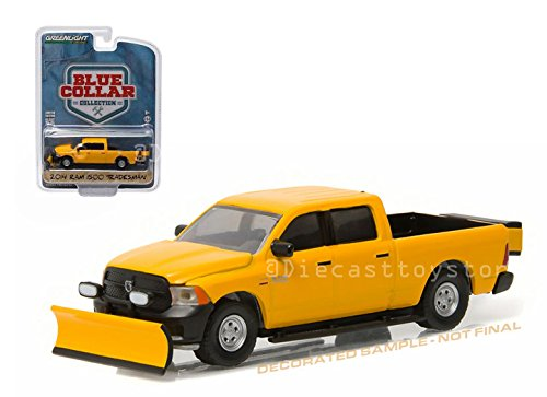Truck Plow Dodge Snow (GREENLIGHT 1:64 BLUE COLLAR COLLECTION 1 - 2014 RAM 1500 TRADESMAN WITH SNOW PLOW AND SALT SPREADER)