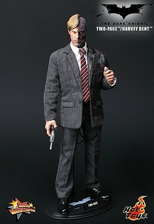 Hot Toys Movie Masterpiece BATMAN : THE DARK KNIGHT - TWO-FACE / Harvey Dent by Hot Toys