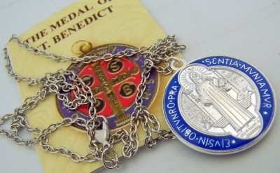 saint-benedict-silver-tone-epoxy-enamel-powerful-medal-pendant-booklet-and-gift-pouch