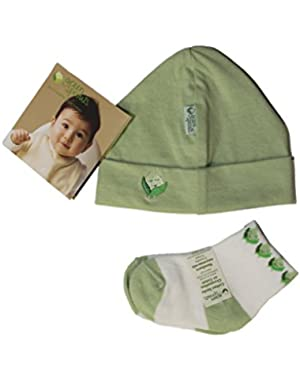 green sprouts by i play. Baby 2 Piece Layette Set, Hat and Socks, 0-3 Months