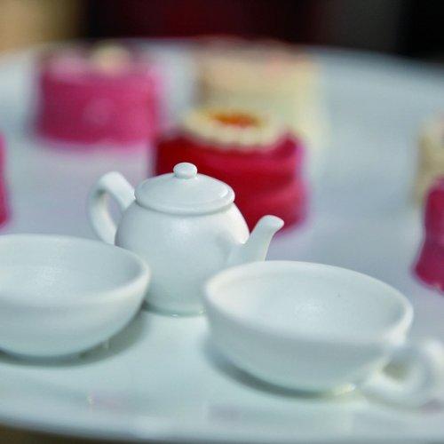 Gross D 27,5 H 13 cm R/äder Teatime Geb/äckplatte