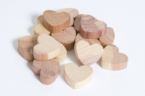 15 Stk. Herzen aus Zedernholz gegen Motten