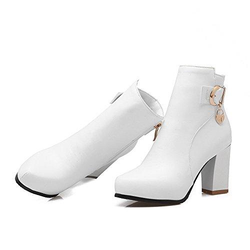 AgooLar Damen Hoher Absatz Niedrig-Spitze Rein Reißverschluss Stiefel mit Anhänger Weiß