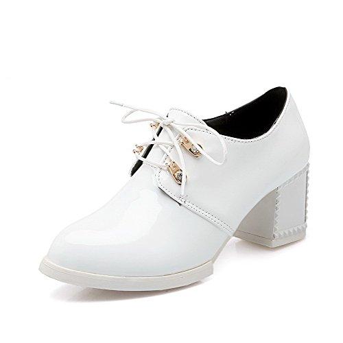 AgooLar Damen Schnüren Rund Zehe Mittler Absatz PU Rein Pumps Schuhe Weiß