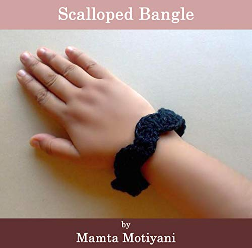 Scalloped Bangle | Easy Crochet Pattern: A Cool Fashion Accessory For Romantic Women & Stylish Girls (Crochet Bracelet Patterns)