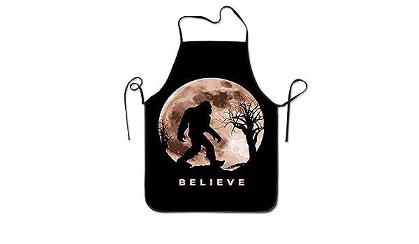 kslae Funny Bigfoot Sasquatch Full Moon.PNG Unisex Cocina Cocinar ...