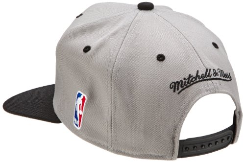 Mitchell & Ness NBA Chicago Bulls 2 Tone Arch Grey Snapback Cap Kappe