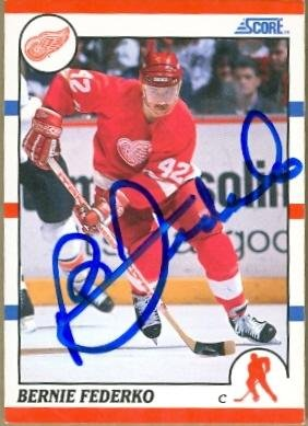Bernie-Federko-autographed-Hockey-Card-Detroit-Red-Wings-1990-Score-252-Autographed-Hockey-Cards