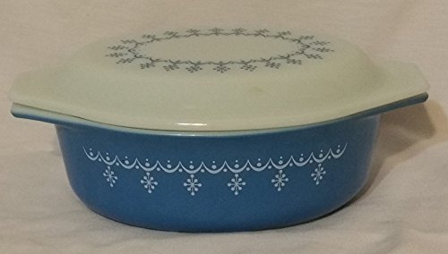 Pyrex Snowflake Blue Garland 1.5qt Oval Casserole with Lid 043