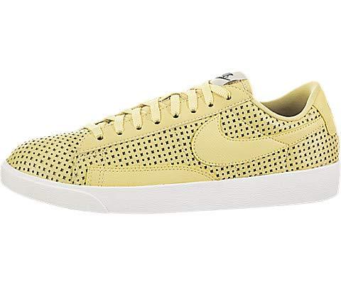 - Nike Women's Blazer Low SE