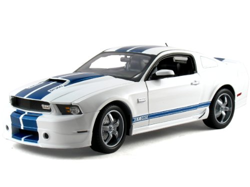 Shelby Collectibles - Scale 1:18 2011 Shelby Mustang GT350 ()