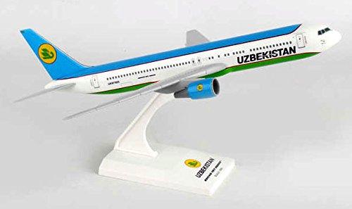 SKR861 Skymarks Uzbekistan 767-300 1:200 Model Airplane
