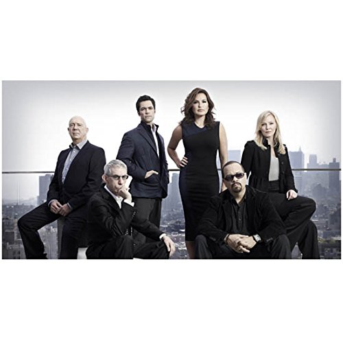Law & Order SVU cast on rooftop with NY skyline 8 x 10 Inch Photo (Skyline Dining)