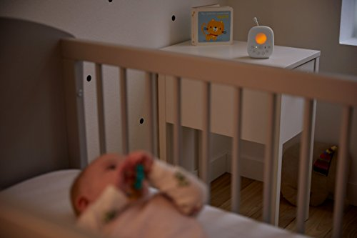 41l4HIUSEPL Philips Avent Dect Audio Baby Monitor SCD720/86    DECT technology provides a reliable, private connection to your baby, without interference. Complete reassurance thanks to its crystal clear sound and variety of features. Calm your baby with the comforting night light, and lullabies. Talk-back feature, to talk to your baby remotely. Monitor the temperature in your baby's room on the parent unit display. Night time friendly mode dims display and sound. Energy saving Smart ECO mode for minimal transmission. Range up to 1000 feet outside, and up to 160 feet inside. Excellent 18 hr operating time for overnight monitoring. Convenient docking station for charging.