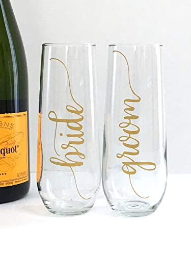 Bride and Groom Wedding Champagne Flute Set - Gift For the Couple - Set of 2
