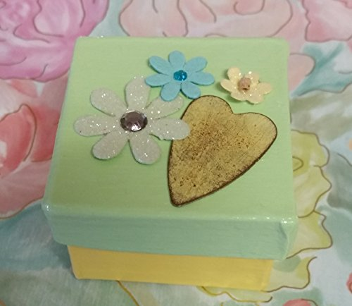 Heart Rusty (Rusty Tin Heart with Spring Flowers Keepsake Mini Box)