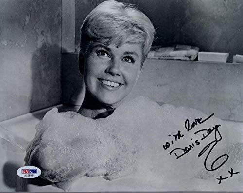DORIS DAY HAND SIGNED 8x10 PHOTO AMAZING+RARE POSE IN BUBBLE BATH - PSA/DNA Certified