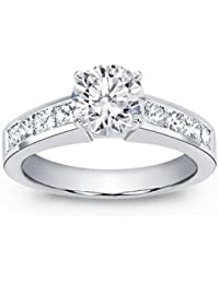 1.42 ct TW Round Cut Diamond Engagement Ring in Platinum