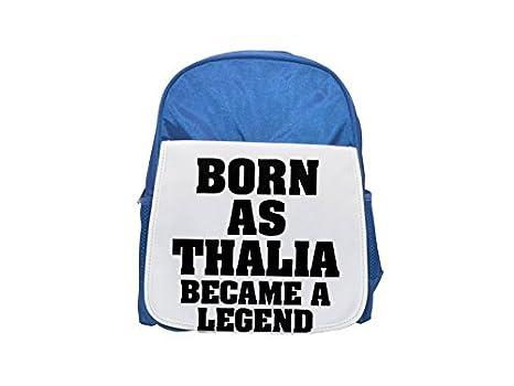 Born as Thalia, se convirtió en una mochila de color azul con leyenda impresa para niños, ...