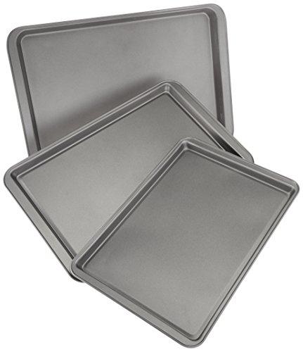 AmazonBasics 3-Piece Nonstick Baking Sheet Set