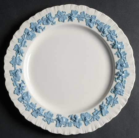 Wedgwood Lavender on Cream Color Dinner Plate 10 1/4