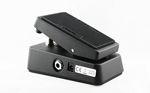 Dunlop CBM95 Crybaby MiniPedal with picks and cables