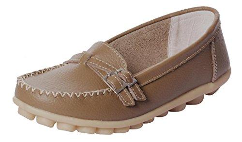 Ruhiger zufälliger Beleg der gelassenen Frauen-Rindleder-flachen auf treibenden Müßiggänger-Schuhen Khaki-2