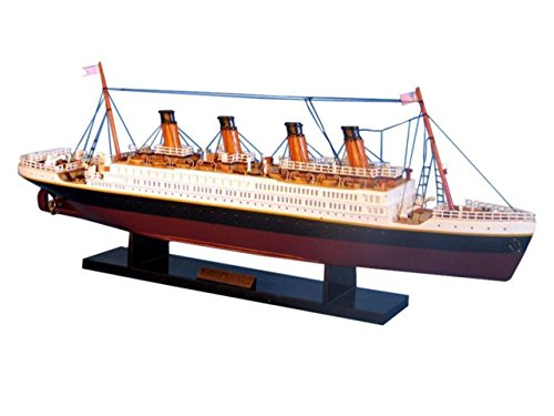 Hampton Nautical RMS Titanic Limited Model Ship, -