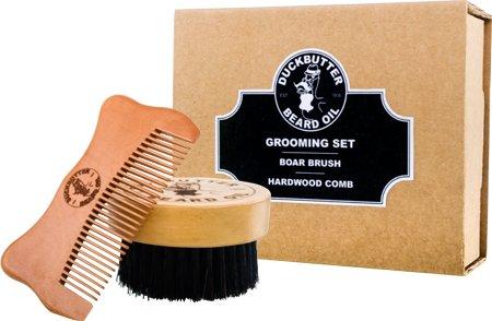 DUCKBUTTER hochwertiges Bartpflegeset mit Bartbürste und -kamm in einer Geschenkverpackung - Hergestellt aus 100 % echtem Pfirsichbaumholz und echten Wildschweinborsten - 2,25 cm Borsten und Kammzinken zur Pflege der Barthaare   Beard Grooming Set - Brush & Comb Kit