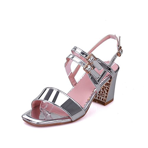 Leather Buckle Toe AllhqFashion Solid Sandals Women's Patent Kitten Heels Silver Open qq46xY