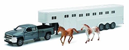 - Chevrolet Silverado Fifth Wheel with Horse - Diecast Truck : 1:32 by NewRay