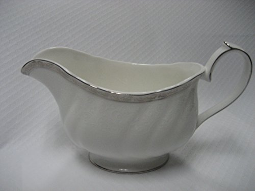 (WEDGWOOD QUEENS LACE GRAVY BOAT ONLY)