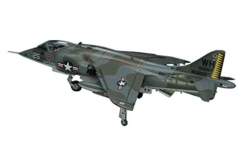 Hasegawa 1/72 AV-8A Harrier Airplane Model Kit ()